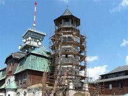 Po desítkách let bez oprav a rekonstrukcí byla hlavní věž v dezolátním stavu a...