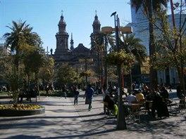 Plaza de Armas, hlavní náměstí s katedrálou. Jedno z mála míst Santiaga s...