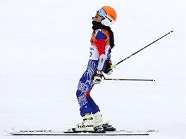 Thajská reprezentantka a světoznámá houslistka  Vanessa Mae v cíli olympijského obřího slalomu (18. února 2014)