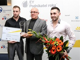 Gevorg Avetisyan (uprostřed) se syny Nšanem Avetisyanem (vlevo) a Mikaylem...