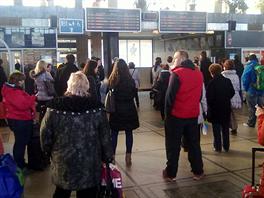 Sebevrah zastavil provoz na koridoru z Prahy do Olomouce. Po deváté hodině...