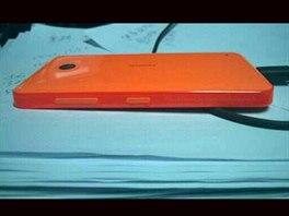 Nokia X (Normandy) v červeném provedení