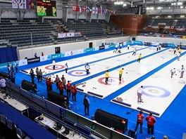 Jako druzí si curlingové centrum vyzkoušeli při světové soutěži junioři.