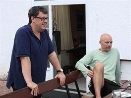 Kytarista František Táborský s producentem Gregem Haverem (vlevo) ve studiích...