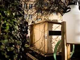 V Praze - Suchdole vyrostla komunitní venkovní sauna. Za projektem stojí místní...