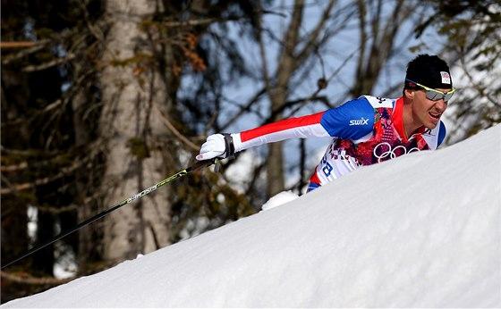 Petr Novák na trati olympijského závodu na 50 km s hromadným startem.