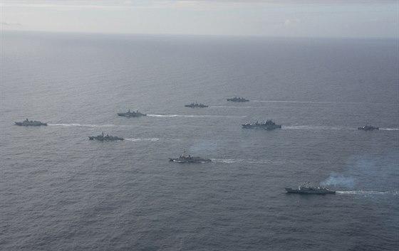 Válečná flotila NATO během manévrů u pobřeží Norska
