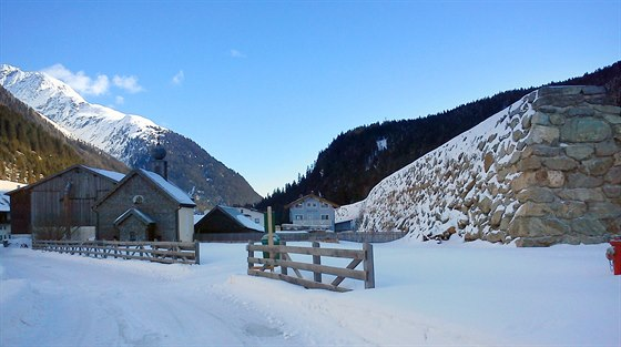 Jedna z ochranných zdí, které chrání rakouskou vesnici Galtür před lavinami z...
