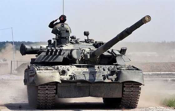 Modernizovaný tank typu T – 80 s dynamickou ochranou typu Kontakt 5, která...