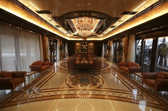 Přímo do místností, které Janukovyč obýval, mohla většina návštěvníků...