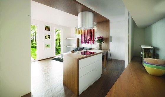 Za posuvnými dveřmi je umístěna část kuchyně.
