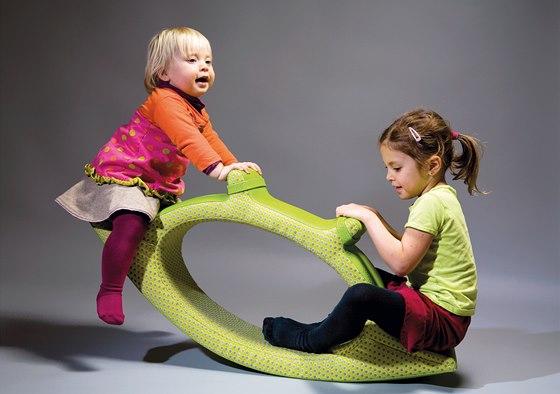 Multifunkční nábytek Ygo může být houpačkou, houpacím koněm nebo prolézačkou.