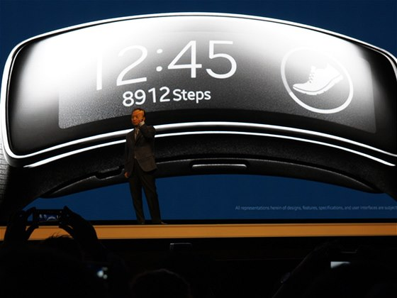 Samsung Gear Fit na veletrhu MWC