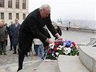 M�stop�edseda Sen�tu P�emysl Sobotka klade v�nec k pomn�ku TGM na Pra�sk�m...