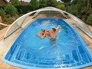 Sklolaminátová levnější varianta skořepinového bazénu.