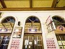 V nádražní hale Masarykova nádraží v Praze je vstup do kasína