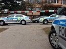 Místo nálezu atrapy granátu ve Štichově ulici policisté obehnali páskou