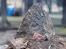 Strom a hrouda. Úpravy znojemského parku jsou v plném proudu. Jakmile to dovolí...