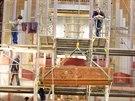 V brněnském kostele Nanebevzetí Panny Marie finišují řemeslníci s instalací...