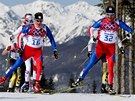 Luk� Bauer (vlevo) a Ji�� Mag�l na trati olympijsk�ho z�vodu na 50 km s