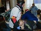 Kolik je raněných, nikdo přesně neví. Přibývají ale další a další (20. února...