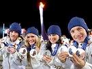 BIATLONOVÍ MEDAILISTÉ. Čeští biatlonisté Jaroslav Soukup (zleva), Gabriela Soukalová, Veronika Vítková a Ondřej Moravec s medailemi, které vybojovali na olympijských hrách v Soči. (20. února 2014)