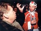 Z letiště zamířili zlatí hokejisté na pražskou Ořechovku, kde je na zahradě své...