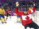 Kanadsk� centr Sidney Crosby se raduje z branky v olympijsk�m fin�le proti...