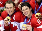 HOKEJOV� �AMPI�NI. Kanad�t� hokejist� Ryan Getzlaf (zleva), Jonathan Toews a...