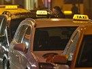 Stodolní ulici částečně ovládly vozy taxislužby.