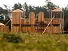 U Lesního hřbitova v Hradci Králové vzniká rytířské hradiště s dřevěnými...