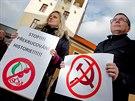 Demonstrace proti komunistům v radě kraje u Krajského úřadu v Hradci Králové....