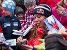 Vrchlabí vítalo rodačku Evu Samkovou, zlatá olympionička rozdávala podpisy....