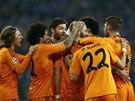 GÓLOVÁ RADOST. Fotbalisté Realu Madrid se radují z branky Karima Benzemy do