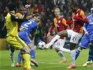 NEPOVEDENÉ VYBĚHNUTÍ. Aurelien Chedjou z Galatasaray Istanbul střílí gól Petru