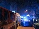 V Brn� v ulici S�pka ho�el v noci na sobotu bytov� d�m, hasi�i s policisty...