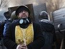 Modlitba na barikádě. Protivládní protesty v Kyjevě. (21. února 2014)