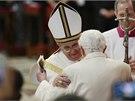 Konzistoře ve vatikánské bazilice svatého Petra se překvapivě zúčastnil i