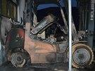 Požár zničil vysokozdvižný vozík
