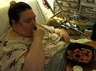 Penny Saegerová se nedokáže zbavit závislosti na jídle a i po operaci žaludku...