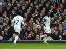 Bývalý útočník Sparty Bony Wilfried (vpravo) hrající momentálně za Swansea...