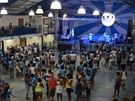 Srdcem základny školy Portela je zastřešené cvičiště.