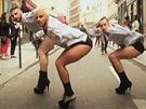 Tanečník Yanis Marshall a jeho kolegové tančící na podpatcích.