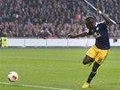 DO PRÁZDNÉ BRÁNY. Sadio Mane ze Salcburku skóruje na hřišti Ajaxu Amsterdam.