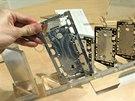 Ze základního bloku materiálu se nejprve ve čtyřech krocích vyrobí první rámová...
