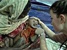 Krizov� pomoc L�ka�� bez hranic mezi Rohingy na z�pad� Barmy (Myanmaru).