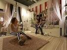 Prototypy pokojů, sestavené z jednotlivých kusů nábytku, jsou v IKEA vystaveny...
