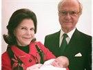 Švédský král Carl XVI. Gustaf, královna Silvia a jejich druhá vnučka, princezna...