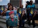 Příznivci prezidenta Nicolase Madura ve středu demonstrovali vybaveni