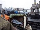 Kyjev se probudil do relativně klidného rána. V centru však zůstávají